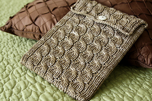 cabled_ipad_sleeve_1_medium